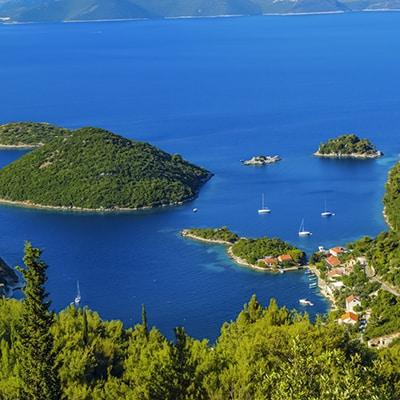 Czarter katamaranu w Chorwacji, doskonały sposób na rodzinne wakacje