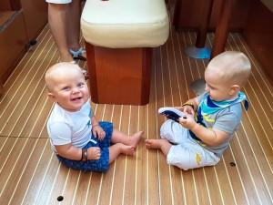 Dzieci na jachcie - zabawa w mesie