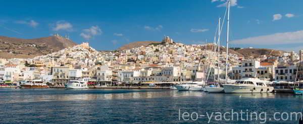 Czarter jachtów w Grecji - stolica Cyklad Ermupoli