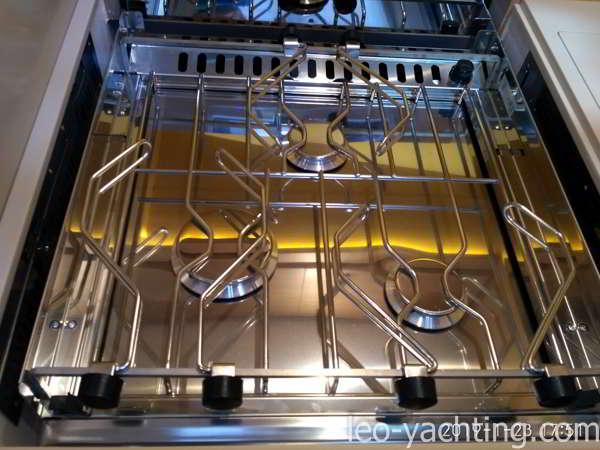 Trzypalnikowa kuchenka wypiera dwupalnikową