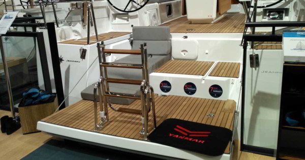 Targi Boot Dueseldorf - Jeanneau 54 i jego platforma kąpielowa