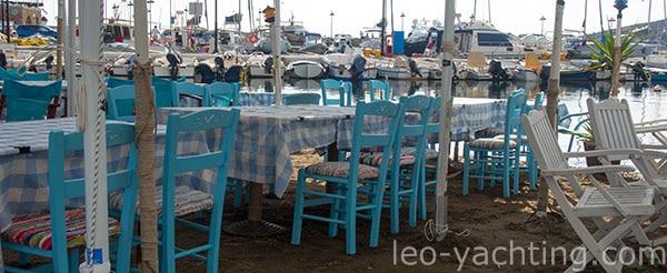 Greckie tawerny czekają na żeglarzy