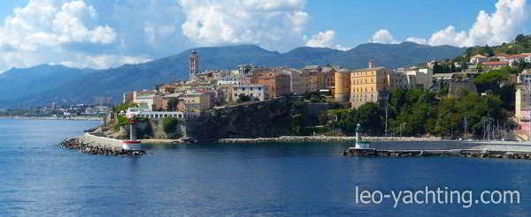 czarter uje w Toskanii i żegluj na Korsykę!