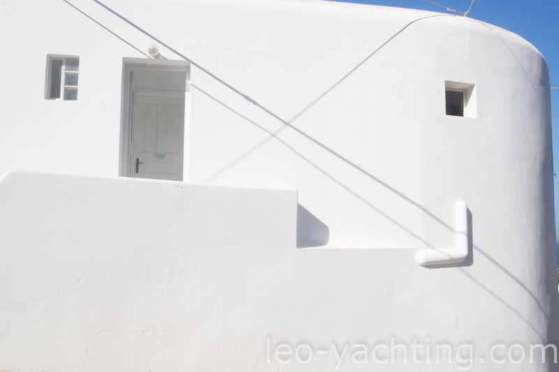 Czarter jachtów Grecja - olśniewająca biel na Cykladach