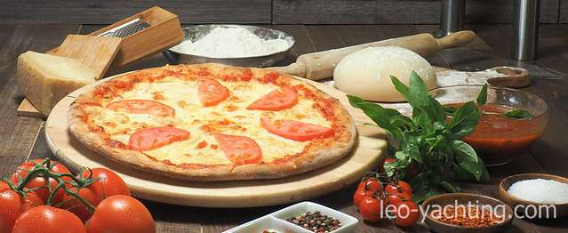 pizza - i inne włoskie jedzenie czarter jachtu włochy