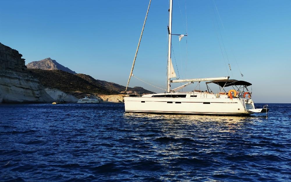 Bavaria Cruiser 46 w zatoce na Cykladach