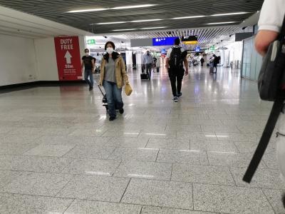 Projekt Grecja - tłok na lotnisku we Frankfurcie