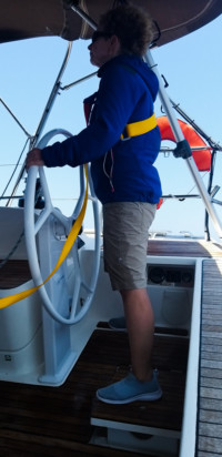 mokre spodnie podczas żeglugi na wiatr