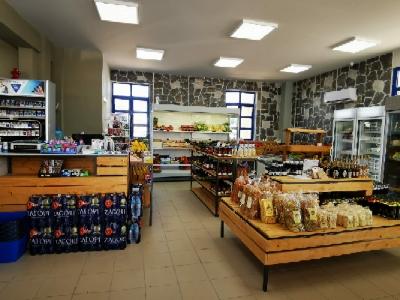 sklep spożywczy w marinie jest bardzo dobrze zaopatrzony