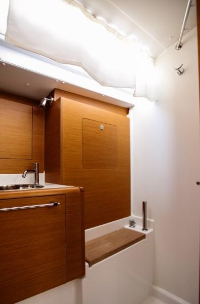 Jacht Sun Odyssey 449 - łazienka