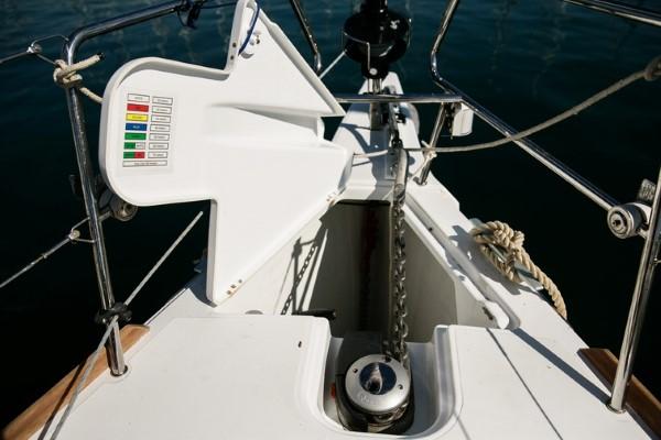 Jacht Sun Odyssey 449 - winda kotwiczna
