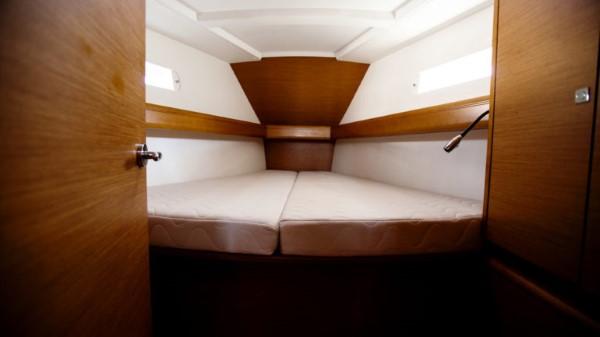 Jacht Sun Odyssey 449 - kabina na dziobie