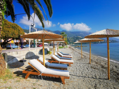 Ypsos - typowa grecka plaża